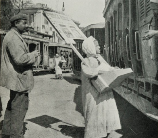 Newspaper-Boy_Selling_Seditious_Periodicals_to_the_People_in_the_Trams_in_the_Ataba-el-Khadra._(1911)_-_TIMEA