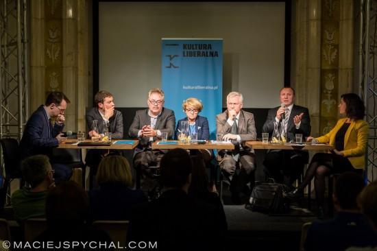 Od lewej siedzą: Tomasz Sawczuk, Krzysztof Iszkowski, Grzegorz Benedykciński, Danuta Hübner, Marek Jurek, Jacek Kurski, Karolina Wigura