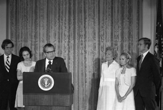 Richard Nixon żegna się z pracownikami Białego Domu, 9 sierpnia 1974 r.