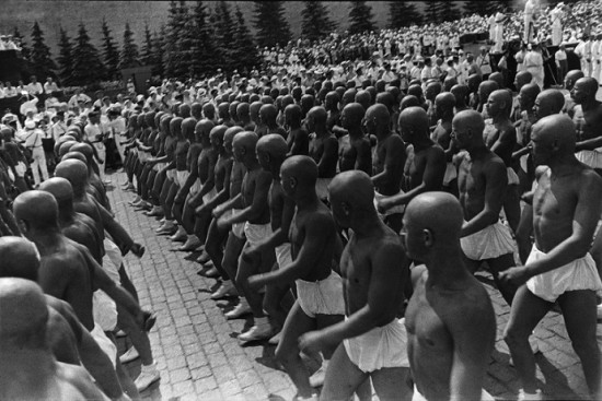 """Aleksander Rodczenko, """"Sportowcy na Placu Czerwonym"""", 1932, dzięki uprzejmości A. Rodchenko & V. Stepanova Archive"""
