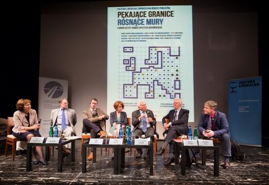 Ilu_2_ Od lewej Sylvie Kauffmann, Adam Garfinkle, Asle Toje, Ulrike Guérot, Adam Rotfeld, Richard Cooper, Jarosław Kuisz