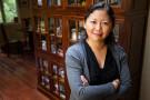 Yiyun Li na Uniwersytecie Kalifornijskim. Fot. John D. and Catherine T. MacArthur Foundation. Źródło: Wikimedia Commons