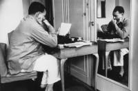 ernest_hemingway_w_londynie_w_dorchester_hotel_1944_ikonka