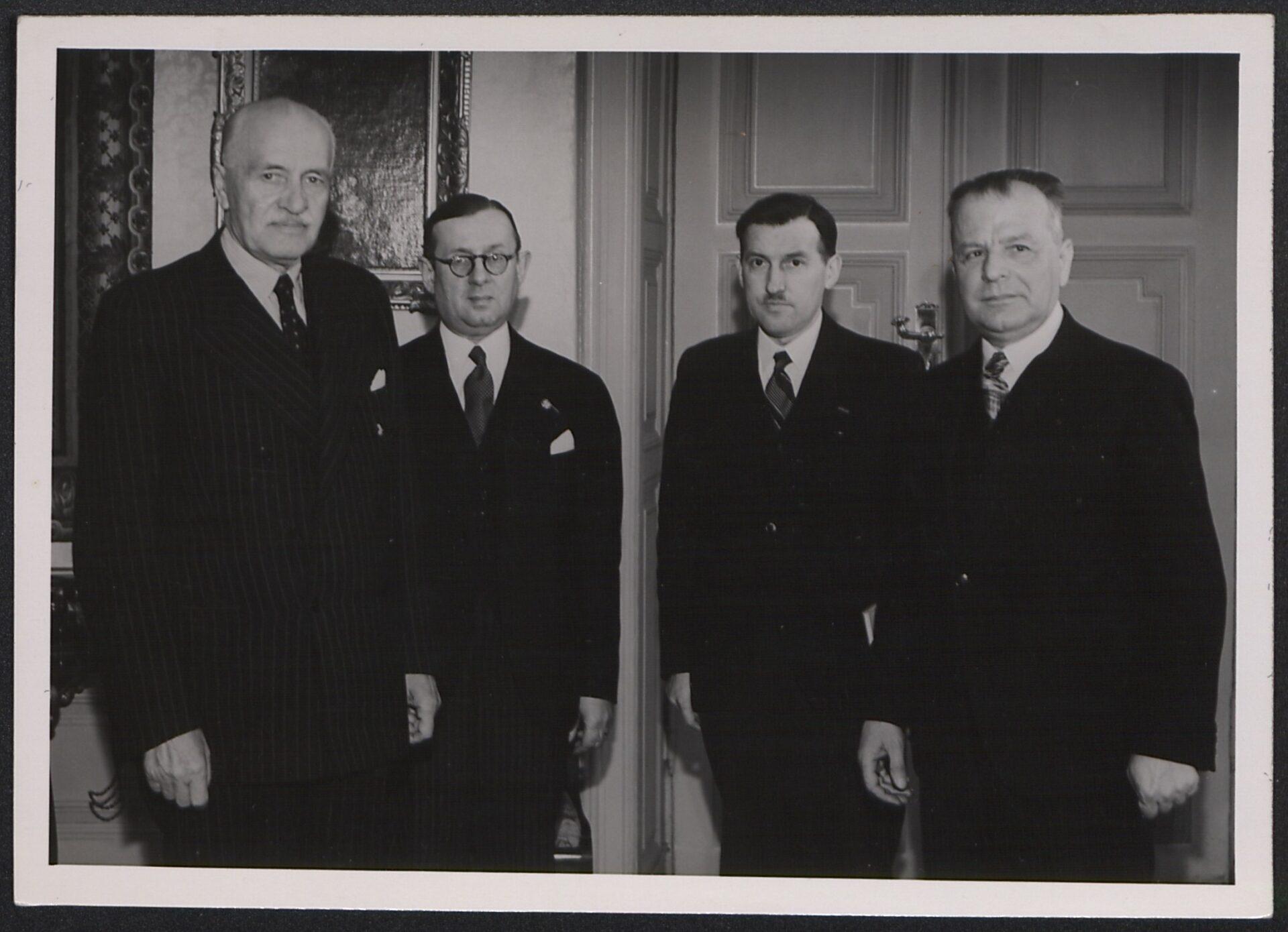 Delegacja Zarządu Społem uprezydenta Ignacego Mościckiego w1936r. Źródło: Narodowa Biblioteka Cyfrowa Polona.