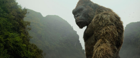 """KONG in Warner Bros. Pictures', Legendary Pictures' and Tencent Pictures' action adventure """"KONG: SKULL ISLAND"""", aWarner Bros. Pictures release. Prawa autorskie: © 2017 WARNER BROS. ENTERTAINMENT INC., LEGENDARY PICTURES PRODUCTIONS, LLC AND RATPAC-DUNE ENTERTAINMENT LLC. ALL RIGHTS RESERVED"""