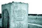 Mogiła-pomnik, na cmentarzu żydowskim, Jedwabne. Fot. Fotonews. Źródło: Wikimedia Commons