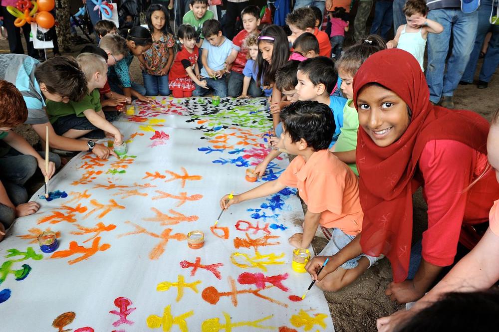 Harmony Day obchodzony wAustralii każdego roku 21 marca. Australijczycy świętują wówczas kulturalną różnorodność kraju. Fot: DIAC images. Źródło: Wikimedia