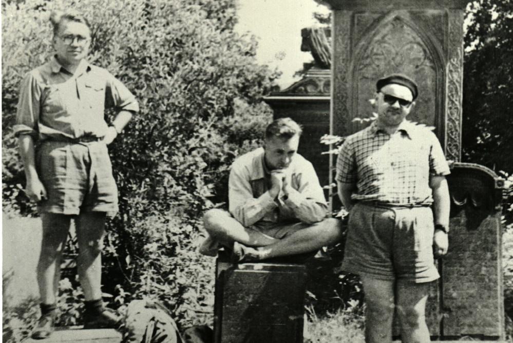 Uczniowie Mariana Małowista: Benedykt Zientara, Henryk Samsonowicz i Janusz Tazbir. Zdjęcie otrzymane od Tomasza Siewierskiego, pochodzące z archiwum Anny Mączakowej.