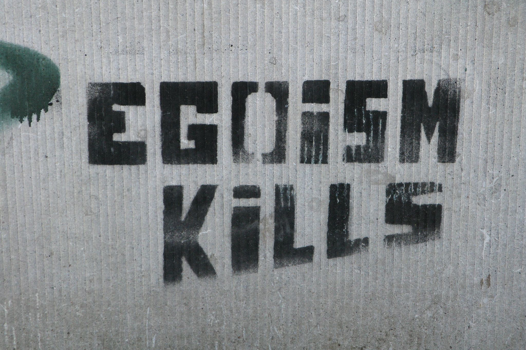 """Egoism Kills"". Autor: Anneliez Egoism. Źródło: Flickr (CC BY-NC-ND 2.0)"