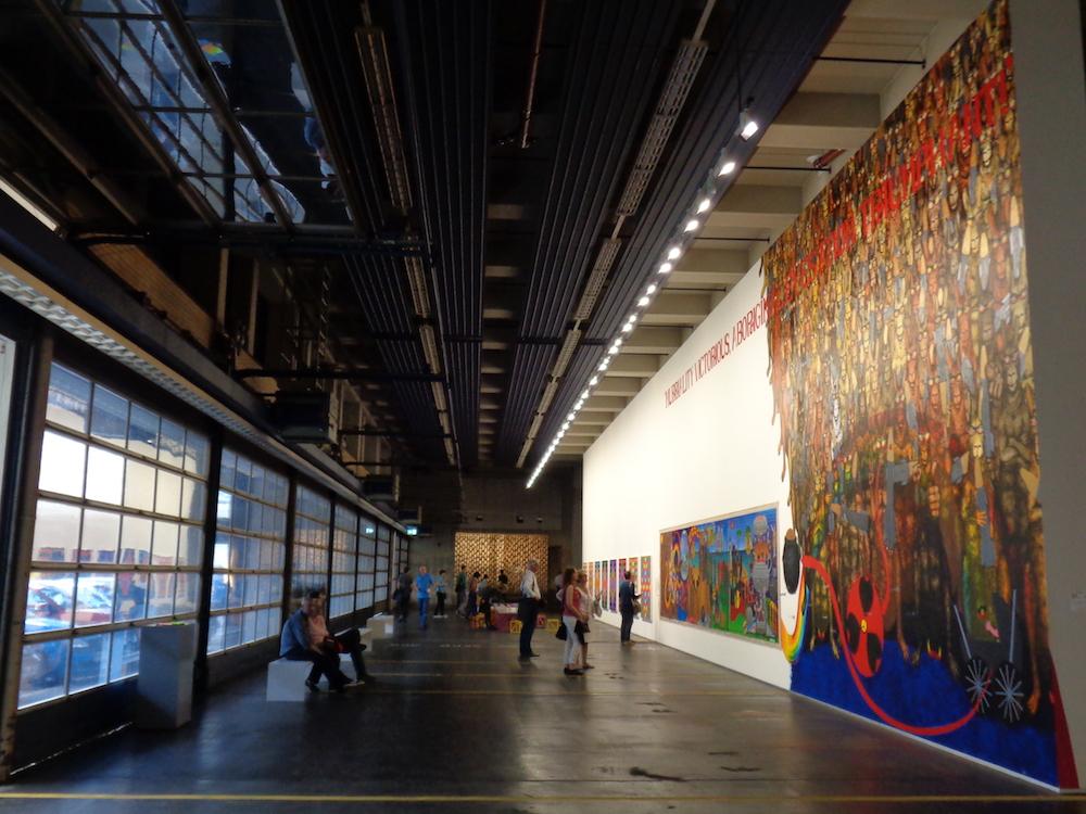 Widok na Neue Neue Gallerie, po prawej Gordon Hockey – MURRILAND! (2017), fot. P. Strożek